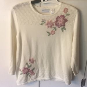 Alfred Dunner Knit Sweater w/ Flower Design, M